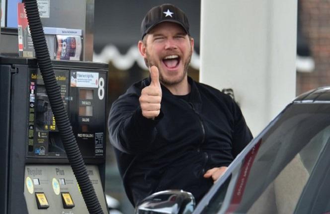 Новости: Крис Пратт по-настоящему любит заправлять машину