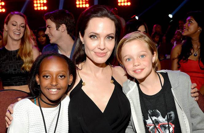 Новости: Джоли рассказала о своих сложных родах в Намибии