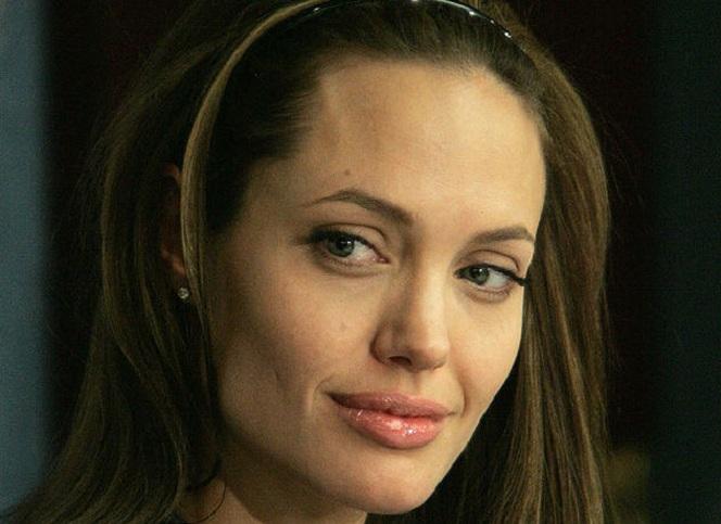 Новости: Анджелина Джоли госпитализирована
