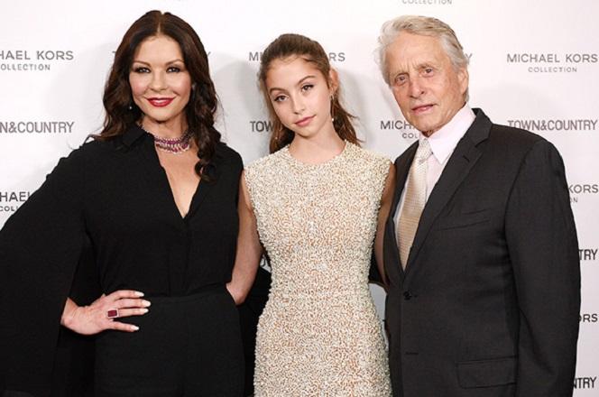 Новости: Кэтрин Зета-Джонс и Майкл Дуглас поддержали дочь