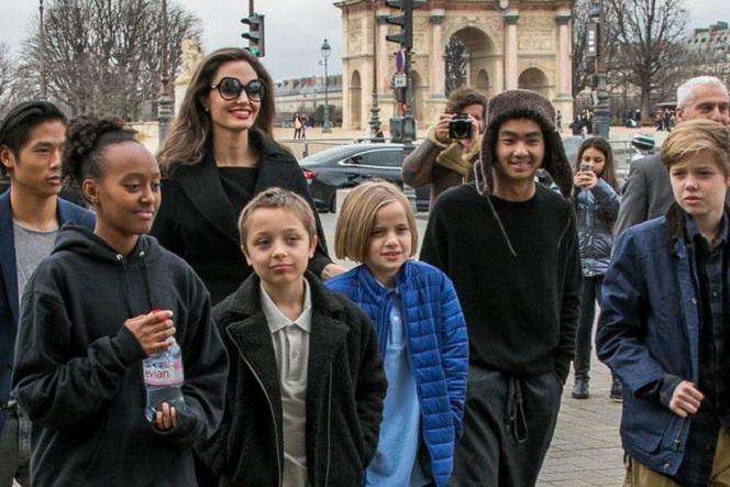 Новости: СМИ: старший сын Джоли и Питта хочет уехать из США