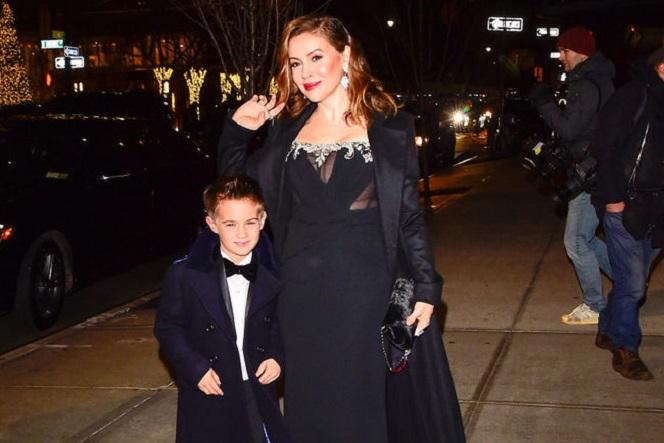 Новости: Алисса Милано вывела 7-летнего сына на красную дорожку