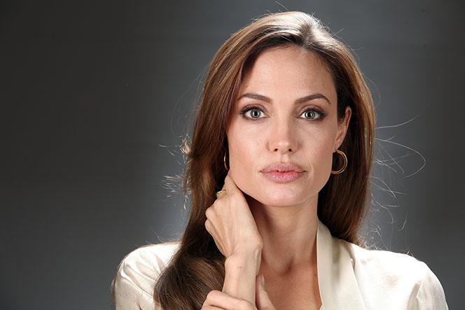 Новости: Анджелина Джоли страдает от одиночества