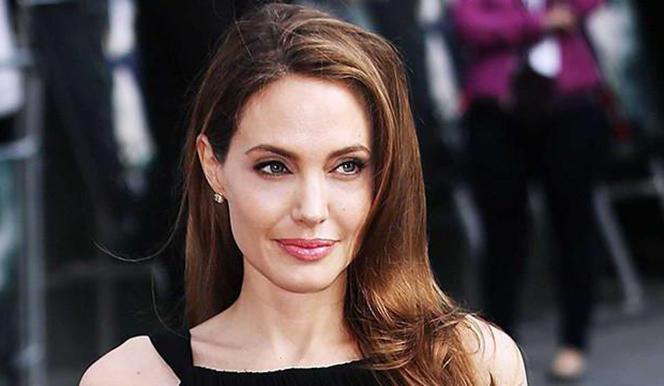 Новости: Анджелина Джоли ела змей на съемках своего фильма