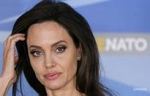 Анджеліна Джолі відвідала табір біженців в Іраці