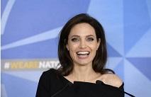 СМИ: Джоли поместили в психиатрическую клинику