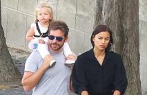 Сплетни: Брэдли Купер проводят каникулы в Париже с семьей