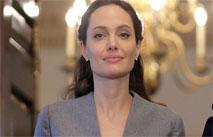 Джоли наняла пиарщиков для улучшения имиджа