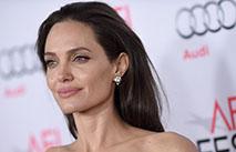 Джоли не тратится на уход за собой
