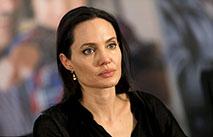 Джоли отметила День матери с сыном Паксом