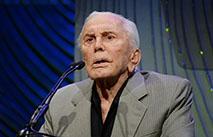 100-летний Дуглас признался, что обязан жизнью жене