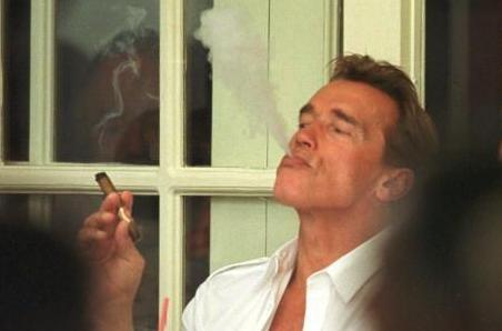 Новости: Шварценеггера оштрафовали за курение