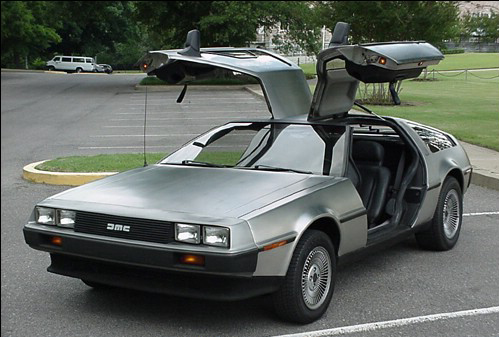 """Новости: На аукционе продали машину из фильма """"Назад в будущее"""""""
