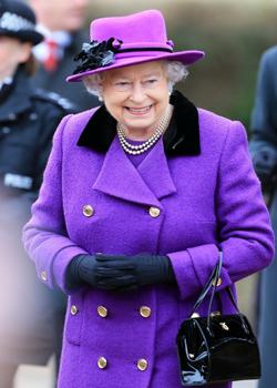Новости: Елизавета II стала самой запоминающейся девушкой Бонда