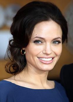 Новости: Анджелина Джоли планирует сделать еще одну операцию