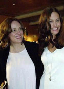 Новости: Джоли сыграет роль своей матери, которая умерла от рака