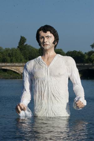 Новости: Колин Ферт поселился в озере Гайд-парка