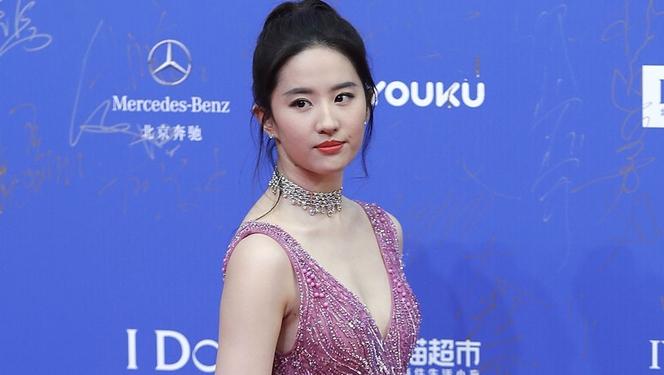 """Новини: Китайська зірка зіграє в """"Мулан"""""""