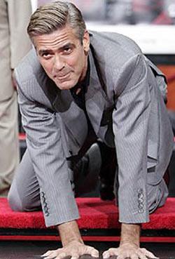 Новости: Ноги Джорджа Клуни залили цементом