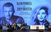Зои Дойч и Глен Пауэлл снимутся в ромкоме Netflix