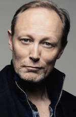 Персона - Ларс Міккельсен