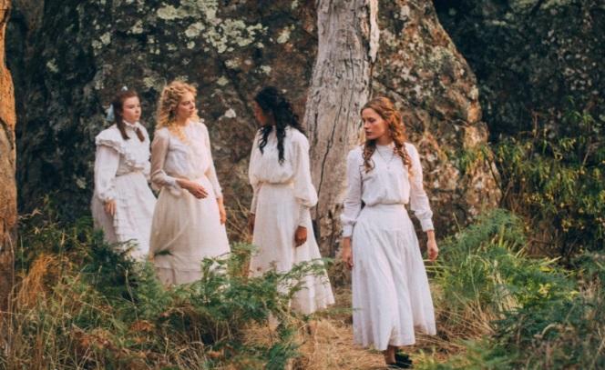 Сериалы: Пикник у Висячей скалы